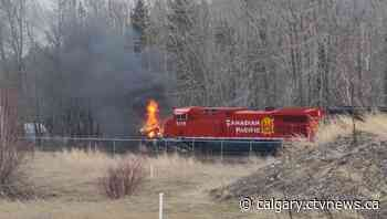 CP train crashes into semi-truck near Sparwood BC, drags it 150 metres - CTV Toronto