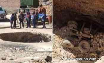Vehículo cae a boquete tras hundimiento de la tierra y tres personas resultan heridas - Red Uno