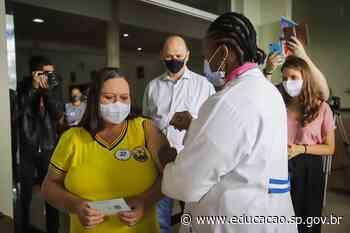 Secretário da Educação acompanha vacinação contra Covid-19 em Ferraz de Vasconcelos - Secretaria da Educação do Estado de São Paulo