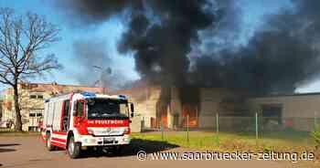 Lagerhalle von Firma Pelzer in Saarwellingen brennt aus - Saarbrücker Zeitung
