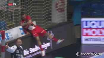 Handball Video: Melsungens Allendorf wirft Bande um - alle helfen Aufbauen - Sky Sport
