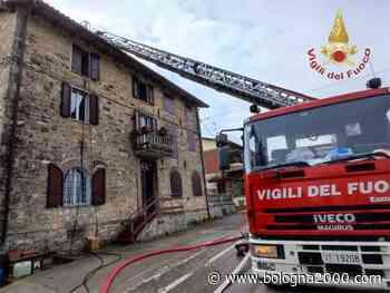 Incendio interessa parzialmente il tetto di un'abitazione a Viano - Bologna 2000