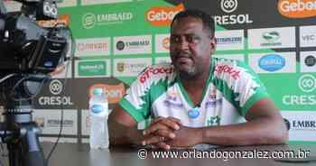 Técnico do Maringá FC, Jorge Castilho, acredita que time vai evoluir com jogos no Wille Davids - Orlando Gonzalez