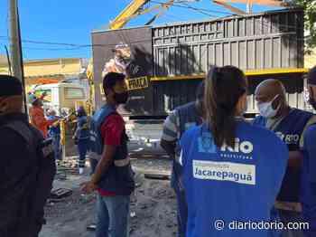 Subprefeitura de Jacarepaguá retira estrutura irregular na Praça Orleans - Diário do Rio de Janeiro