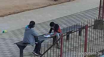 Amazonas: captan a profesora enseñando a su alumno en parque de Chachapoyas - LaRepública.pe