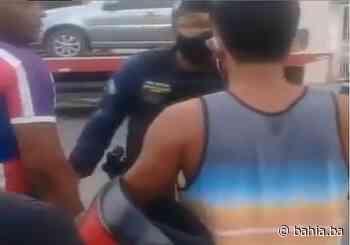 Vídeo mostra agente da Guarda Municipal agredindo motociclista em Brotas - Bahia.ba