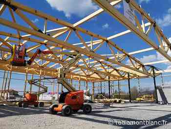 La Roche-sur-Foron : la charpente du nouveau hall de Rochexpo est levée - Radio Mont Blanc