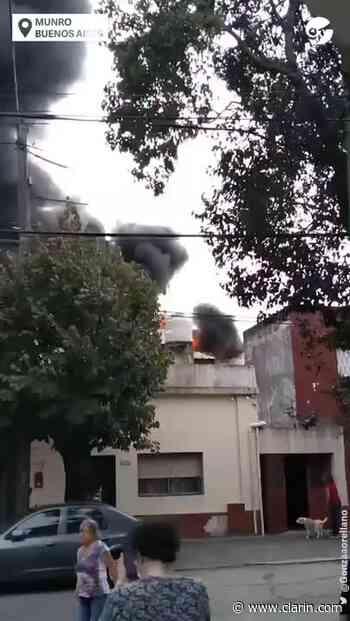 Video: incendio en una pinturería de Munro - Clarín.com