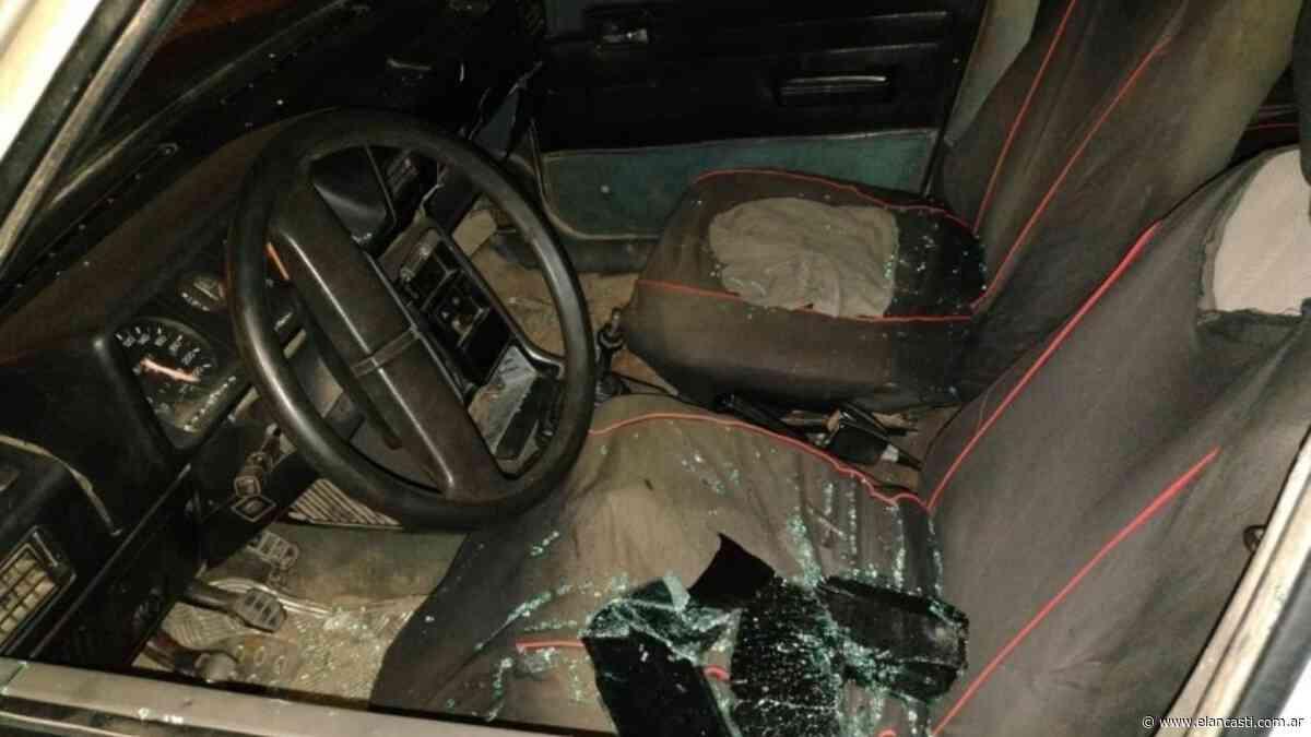 Causó destrozos en un auto y terminó alojado en un calabozo - El Ancasti
