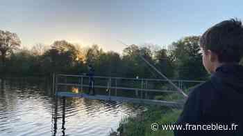 """PHOTOS - Ouverture de la pêche au brochet : à l'étang d'Olivet, de très jeunes mordus pratiquent le """"no kill"""" - France Bleu"""