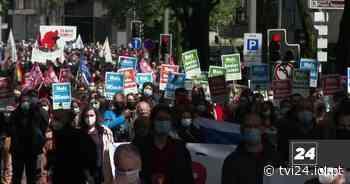 Porto: da antiga cadeia da Pide, centenas marcham pela liberdade - TVI24