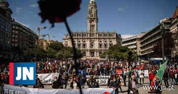 Desfile da Liberdade juntou várias centenas de pessoas no Porto - Jornal de Notícias