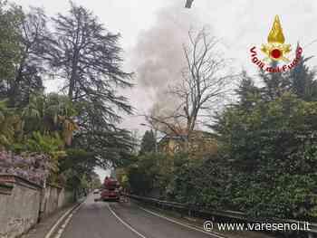 Edificio in fiamme lungo la statale 394 a Gavirate: in azione i vigili del fuoco - VareseNoi.it