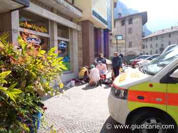 Anziana cade davanti alla Banca: momenti di agitazione in mattinata a Storo - Giudicarie.com