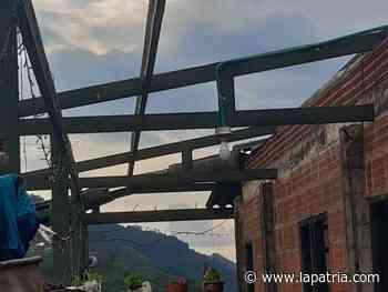 Una vivienda destechada en La Honda (Aranzazu) por las fuertes lluvias - La Patria.com