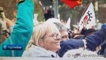 Corona: Schulleitern aus Seligenstadt mitten in Querdenker-Demo - Es ist nicht das erste Mal - op-online.de