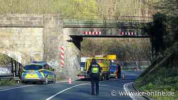 Wagen fährt frontal gegen Viadukt an der Stadtgrenze Hemer - IKZ