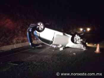 """""""Localizan un vehículo volcado y abandonado cerca de la autopista Mazatlan - Culiacan"""" - Noroeste"""