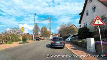 Straubenhardt - Hausbau bremst Verkehr auf Neuenbürger Straße aus - Schwarzwälder Bote