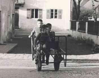 Historisches Foto in Mallersdorf-Pfaffenberg - Fast genau wie vor 60 Jahren: der Anschieber und sein Wagerl - idowa