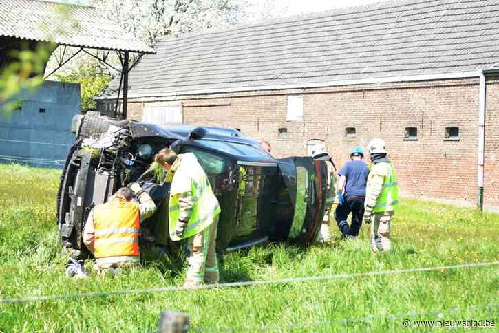 Nog maar eens auto uit de bocht in Kerzelare (N8): bestuurder als bij wonder ongedeerd