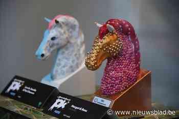 Elf kunstig versierde paardenhoofden krijgen gezelschap van 300 kleine exemplaren<BR />