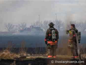 Saskatoon, Warman fire crews battle blaze on outskirts of city - Saskatoon StarPhoenix