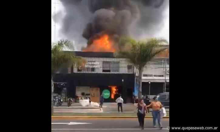 Incendio en una pinturería en el centro comercial de Munro - Que Pasa Web