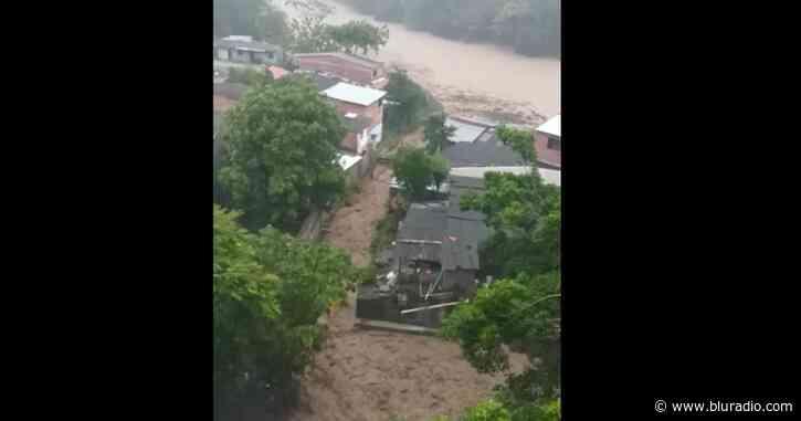 Impresionantes imágenes de la creciente de varias quebradas en Dabeiba, Antioquia - Blu Radio