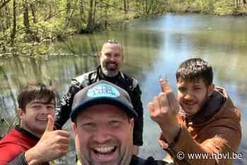 Trouwring van overleden vader na 19 jaar opgedoken uit visvijvertje in Kaulille - Het Belang van Limburg