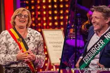 Burgemeester Ninove huldigt Wesley Sonck officieel tot erebu... - Het Nieuwsblad