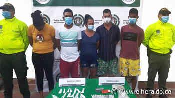 Policía captura a cinco personas señaladas de vender drogas en Sabanalarga - EL HERALDO
