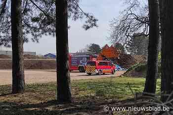 Vuilniswagen vat vuur in Overpelt-Fabriek