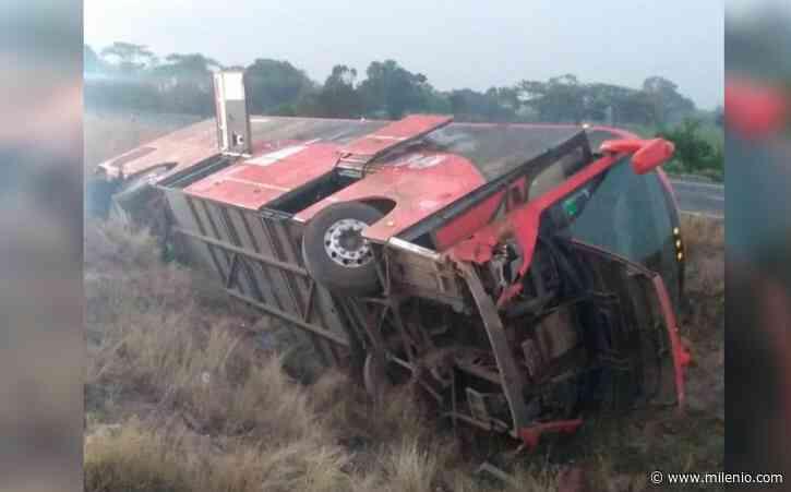 Autobús de pasajeros se vuelca en Cosamaloapan, Veracruz; hay 19 lesionados - Milenio