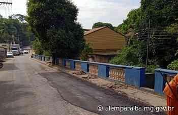 """Operação """"tapa buraco"""" segue em Além Paraíba. Matadouro e Parada Breves tiveram o asfalto recuperado - Prefeitura de Além Paraíba"""