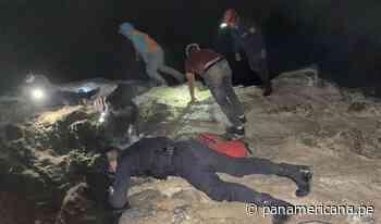 Agentes policiales rescataron a pescadores que cayeron a acantilado en Puerto Eten | Panamericana TV - Panamericana Televisión