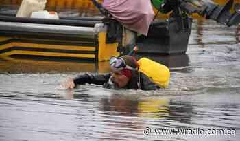 Desde Neiva, activista llega nadando a Puerto Boyacá como protesta contra el fracking - W Radio