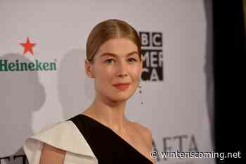 First official look at Rosamund Pike as Moiraine in The Wheel of Time show - Winter is Coming