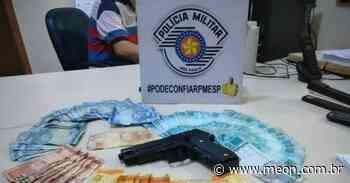 Adolescente é apreendido por roubar estabelecimento e portar arma falsa em Queluz - Portal Meon