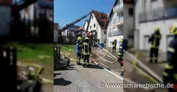 Brennende Papiertonne in Lauchheim greift auf Gebäude über - Schwäbische