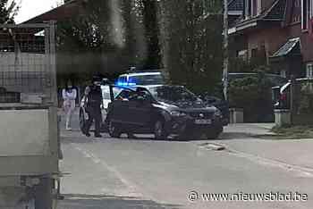 Verdachte bestuurder laat auto achter en ontsnapt aan zes speurende politiepatrouilles