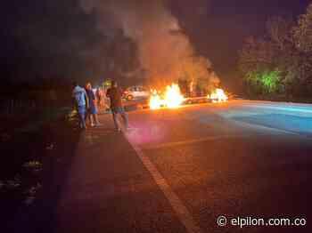 En Tamalameque quemaron cauchos por mal servicio eléctrico - ElPilón.com.co