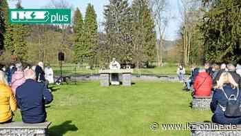 Gottesdienst auf der grünen Wiese im Park von Haus Hemer - IKZ