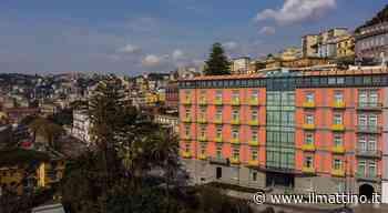 Napoli, giornata delle donne e primo anno di attività: The Britannique Naples hotel si tinge di giallo - Il Mattino.it - Il Mattino