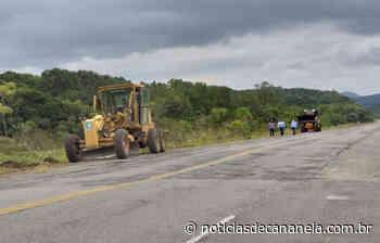 Prefeito e Vice-Prefeito de Cananeia acompanham início das obras na Rodovia SP 226 - Noticia de Cananéia