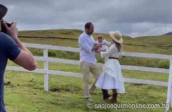 Eduardo Bolsonaro escolhe Bom Jardim da Serra para ensaio fotográfico com a família - Agência de Notícias São Joaquim Online