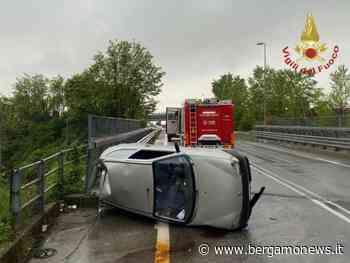 Presezzo, perde il controllo e si ribalta con l'auto: ferita una 22enne - BergamoNews