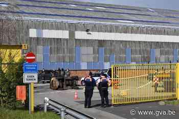 Man (37) zwaargewond nadat vorkheftruck kantelt - Gazet van Antwerpen