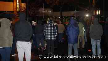 Moe gathers for dawn service - Latrobe Valley Express