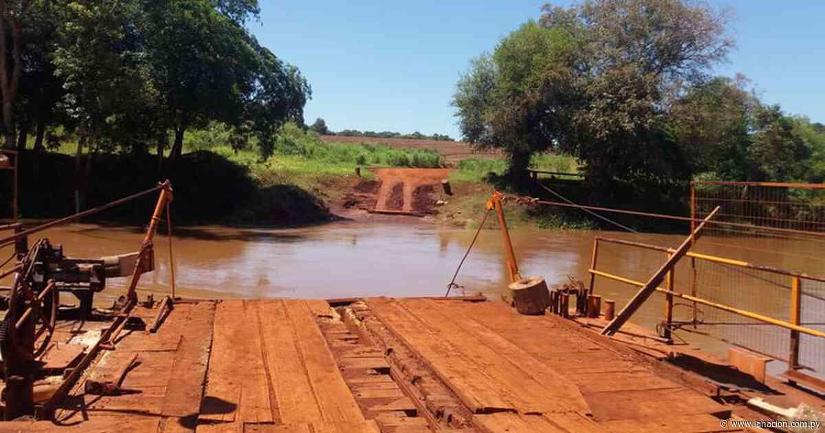 Automovilista sobrevive tras caída de su vehículo al río Ñacunday - La Nación
